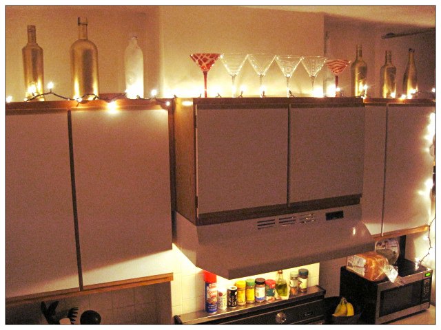 String Lights For Under Cabinets : DIY: Kitchen Decor Sparkle On and Wear Bows